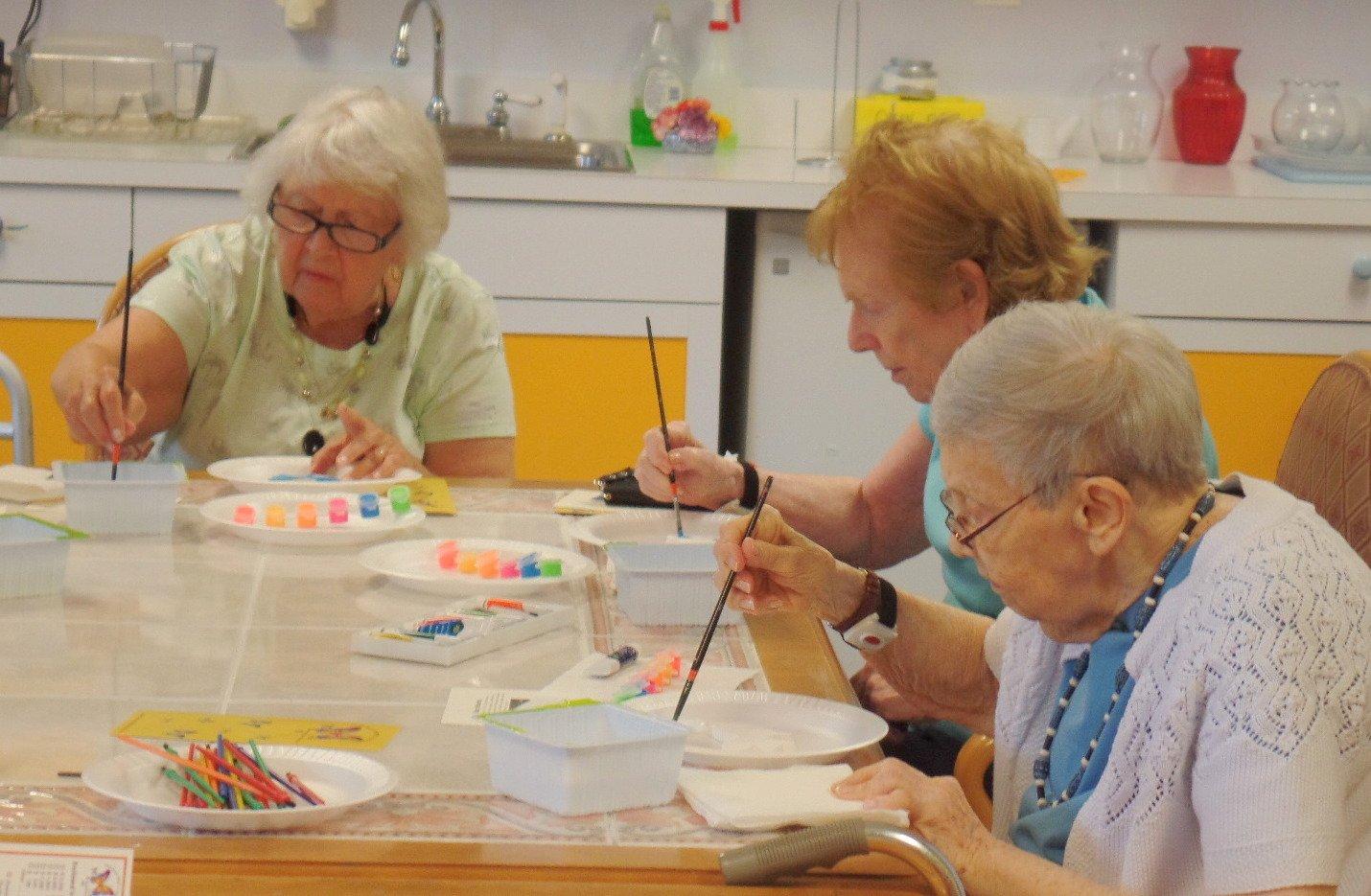 women painting